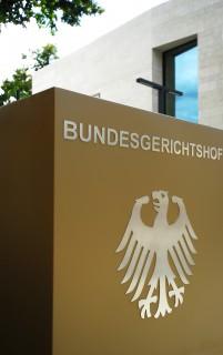 Eingangsschild vom Bundesgerichtshof in Karlsruhe